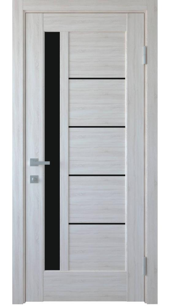 Двери с резьбой и витражом