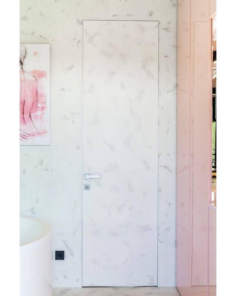 Приховані двері під шпалери