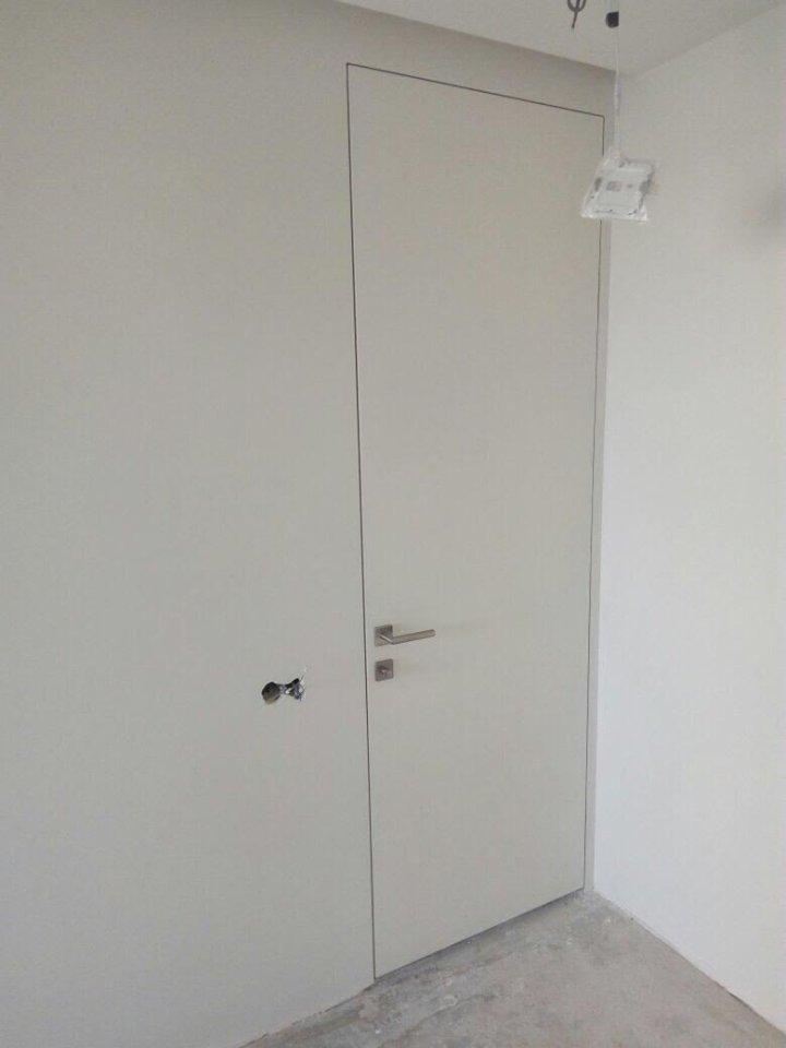 Высокие скрытые двери