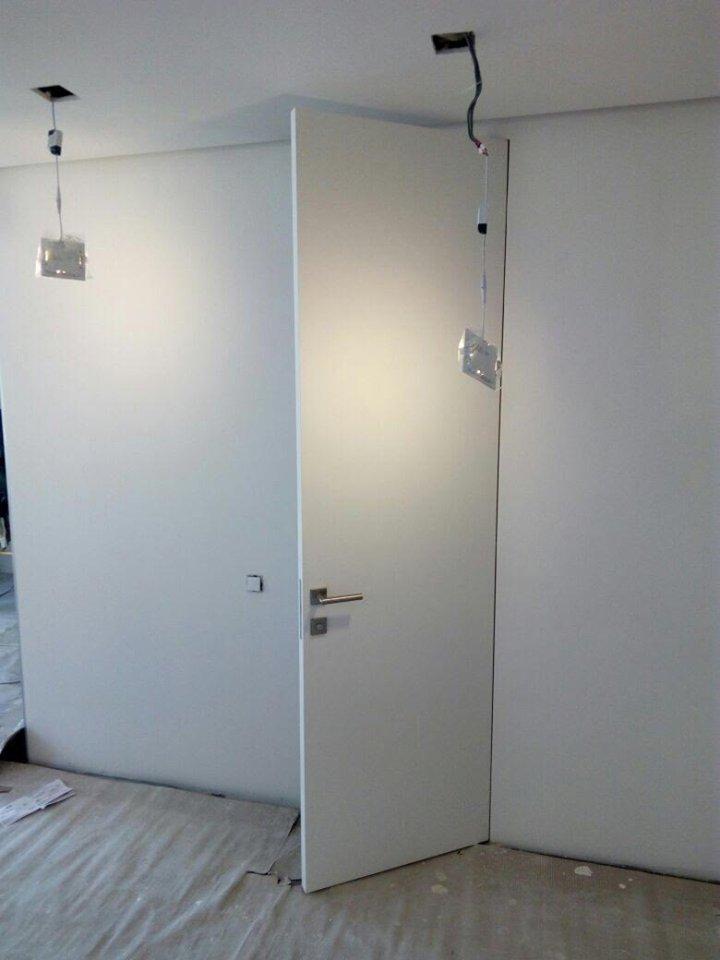 Двери скрытого монтажа под потолок