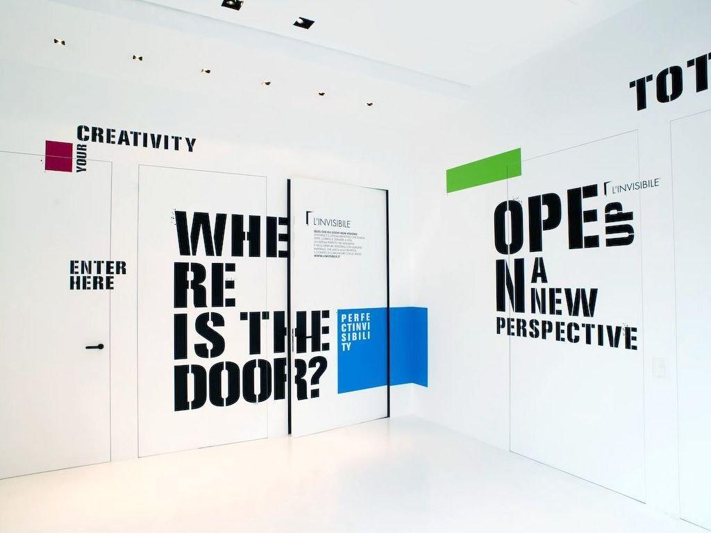 Двері прихованого монтажу Letters