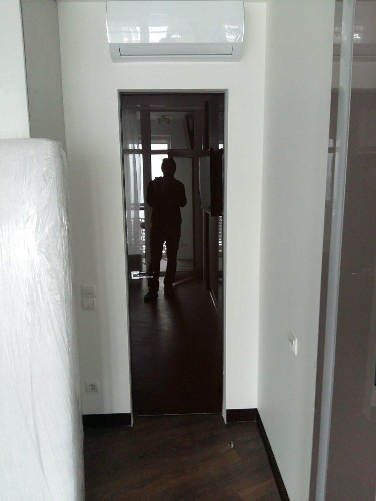 Двери высокие скрытого монтажа с зеркалом бронза с двух сторон Invisible - Межкомнатные двери — фото №1