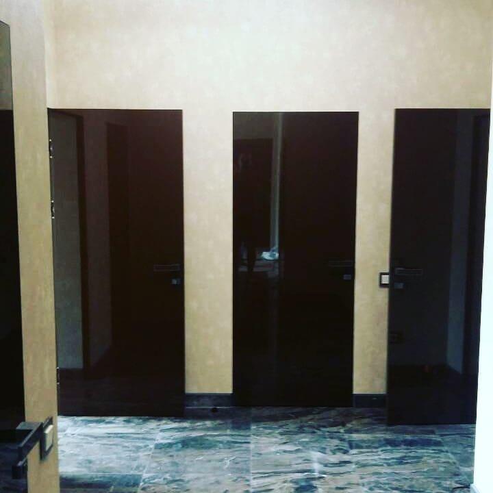 Двери скрытого монтажа с зеркалом бронза / стекло лакобель Invisible - Межкомнатные двери — фото №4