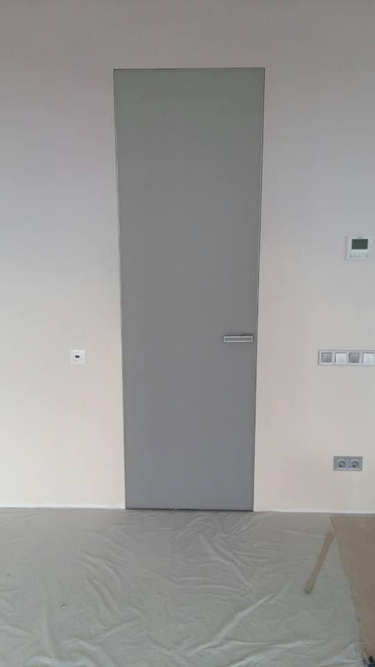 Двери скрытого монтажа серые с покраской эмалью ral 7001 Invisible - Межкомнатные двери — фото №4