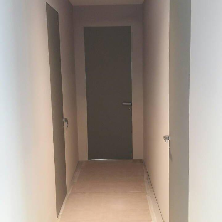 Двери скрытого монтажа серые с покраской эмалью ral 7001 Invisible - Межкомнатные двери — фото №5