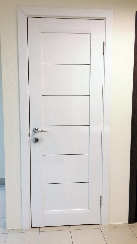 Модерновые белые двери
