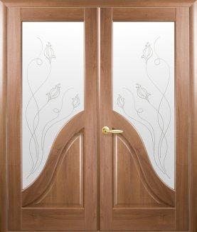 Двери двустворчатые Амата Новый Стиль золотая ольха Делюкс со стеклом Р2