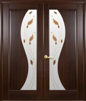 Двери двустворчатые Эскада Новый Стиль каштан Делюкс со стеклом Р1