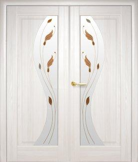 Двері Новий Стиль двостворчаті Ескада ясень делюкс зі склом Р1