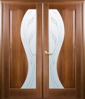 Двери двустворчатые Эскада Новый Стиль золотая ольха Делюкс со стеклом Р2