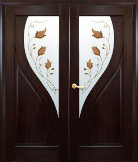 Двери Новый Стиль двустворчатые Прима каштан делюкс со стеклом Р1