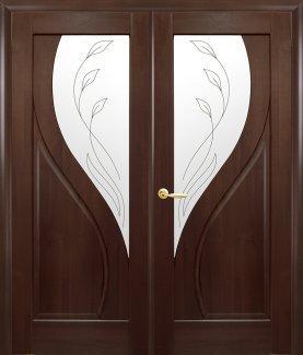 Двери Новый Стиль двустворчатые Прима каштан делюкс со стеклом Р2