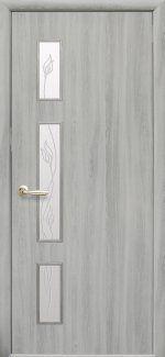 Двери Герда Новый Стиль ясень патина со стеклом Р3