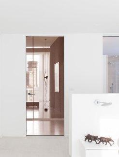 Межкомнатные двери Двери высокие скрытого монтажа Invisible с зеркалом бронза с двух сторон