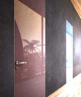 Двері прихованого монтажу с зеркалом Бронза / скло Лакобель