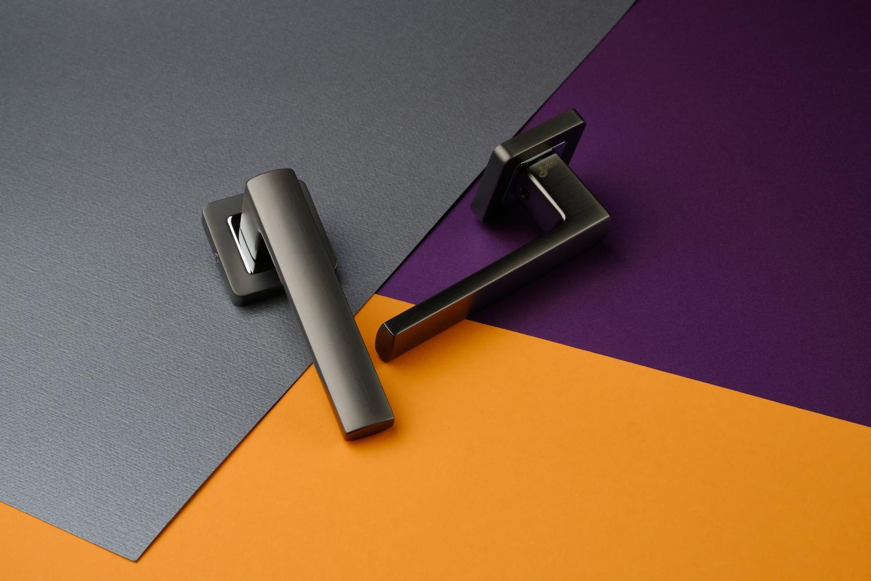 Ручки Safita Strong SQ MSB/CP графит матовый / полированный хром - Дверные ручки — фото №9