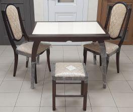 Стол  + 2 стула + 1 табурет